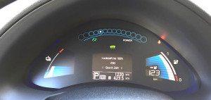 Cockpit des Nissan Leaf: Restreichweite im Blick