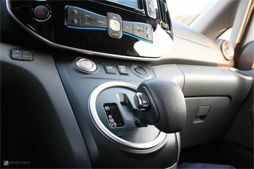 Das Führerhaus des Nissan e-NV200 wirkt sehr aufgeräumt...