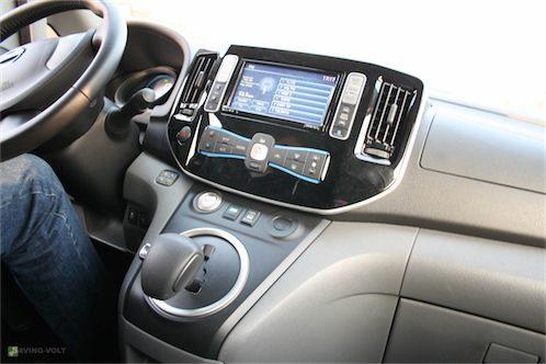 Das Fehlen von Motorgeräuschen und eine recht hohe Sitzposition machen die Fahrt im e-NV200 außergewöhnlich