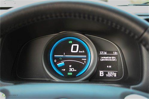 Seine elektrische Leistung erhält der Nissan e-NV200 er aus einer Lithium-Ionen-Batterie mit einer Kapazität von 24 kWh und ermöglicht eine elektrische Reichweite von bis zu 163 km.
