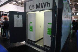 Auf der Intersolar konnte man eine Batterie im Containermaßstab mit einer Leistung von 0,5 MWh betreten