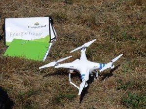Drohne am Boden mit Energiedienst Tasche