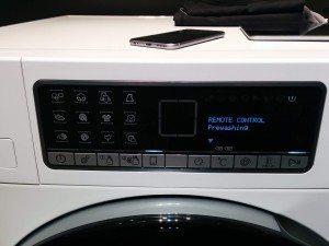 Smartphone auf Waschmaschine WLAN WiFi