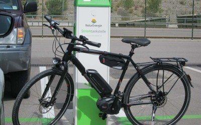 E-Bike Akku Laden Stromtankstelle NaturEnergie