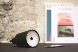 Der LED-Projektor Beam lässt sich in Glühbirnenfassungen einschrauben und kann... alles