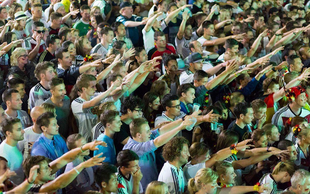 Public Viewing: nicht nur einfach Fußball schauen