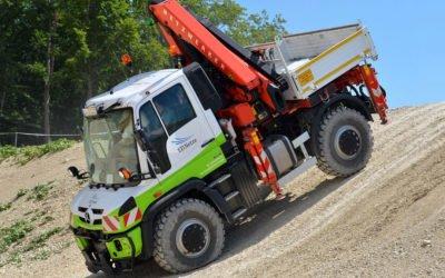 Auf allen Vieren durchs Gelände: Das Energiedienst-Unimog-Fahrsicherheitstraining