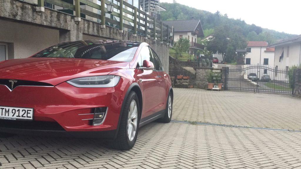 Tesla-Model-X-Rast-Berge