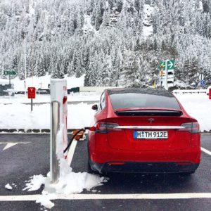 Tesla-Model-X-am-Supercharger