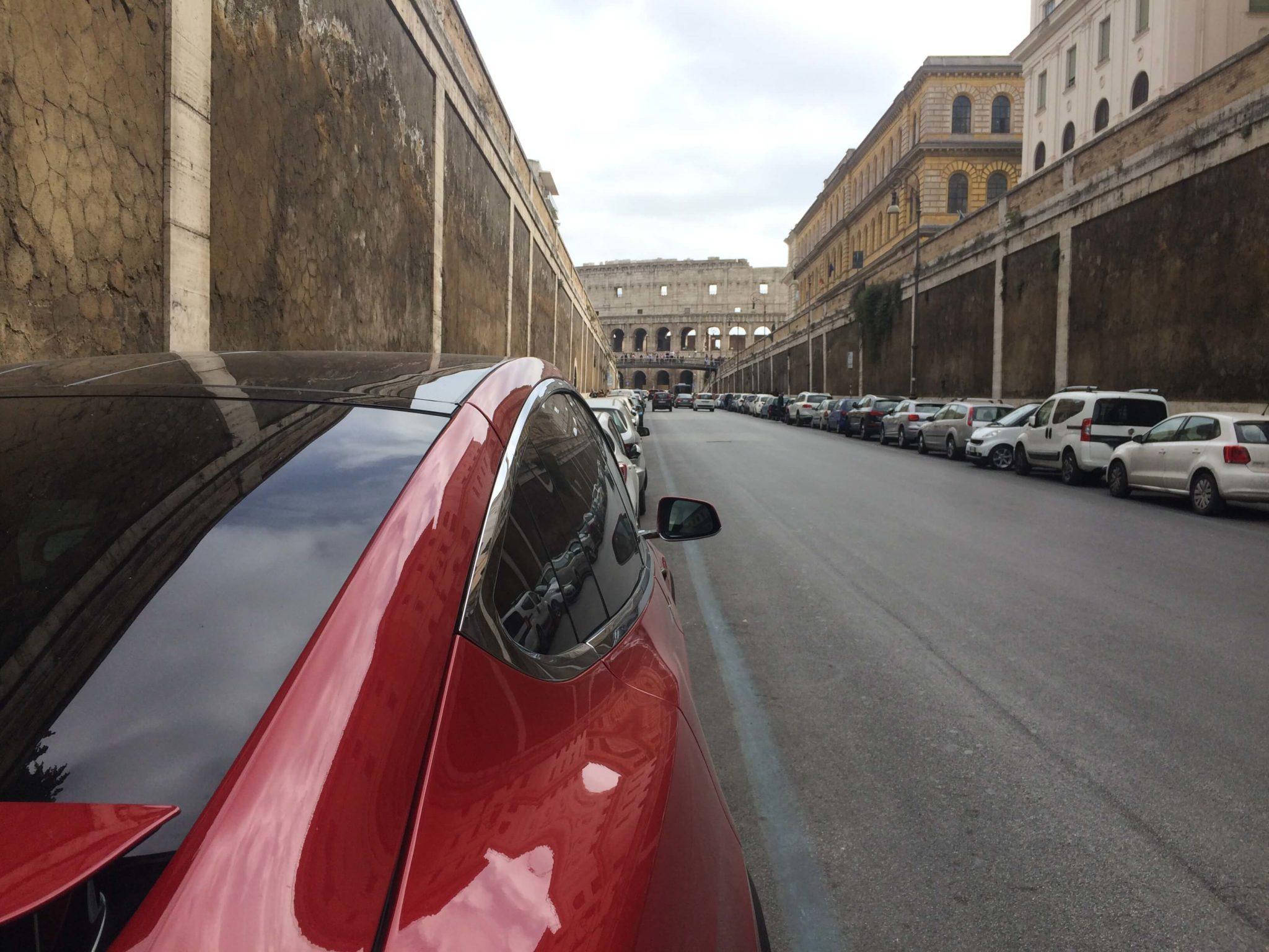 Tesla-Model-X-in-Rom