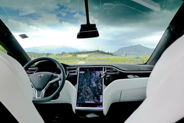 Tesla-Model-X-innen