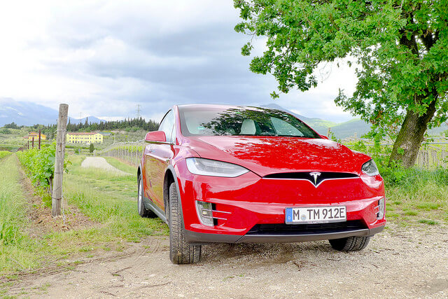 Tesla Model X – Im Panoramawagen durch Europa