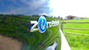 """Schriftzug """"Zero Emission"""" beim Nissan Leaf"""