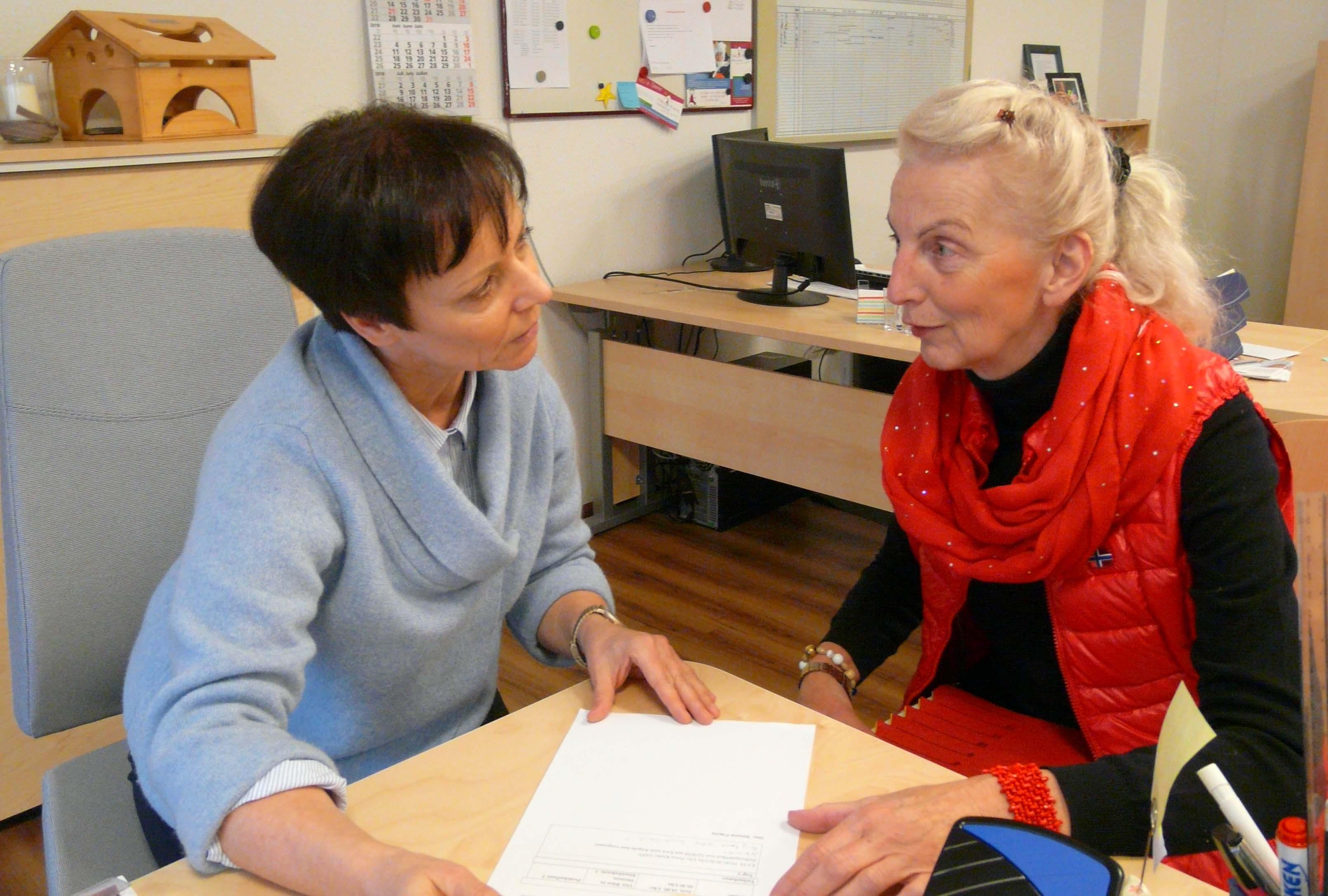 Simone Frache und Claudia Trimpin engagieren sich im Hospizdienst.