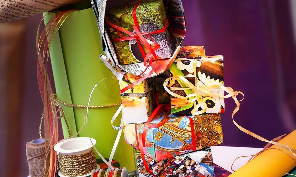 Kleine Pappschachteln als Geschenkverpackung kannst du leicht selber falten.