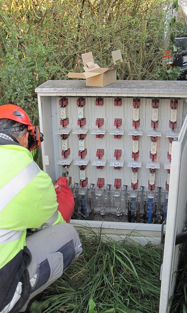 Kabelverteilerkästen werden zur Ersatzversorgung Trennstellen geschlossen.