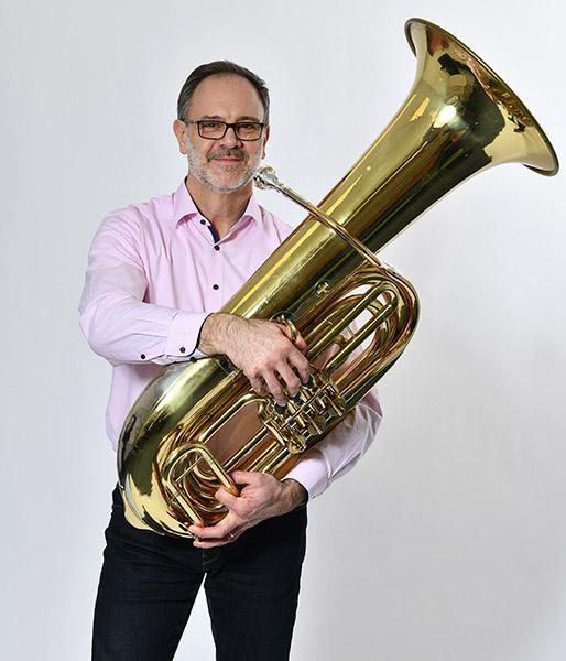Edmund Martin spielt seit 42 Jahren Tuba im Musikverein Hondingen.