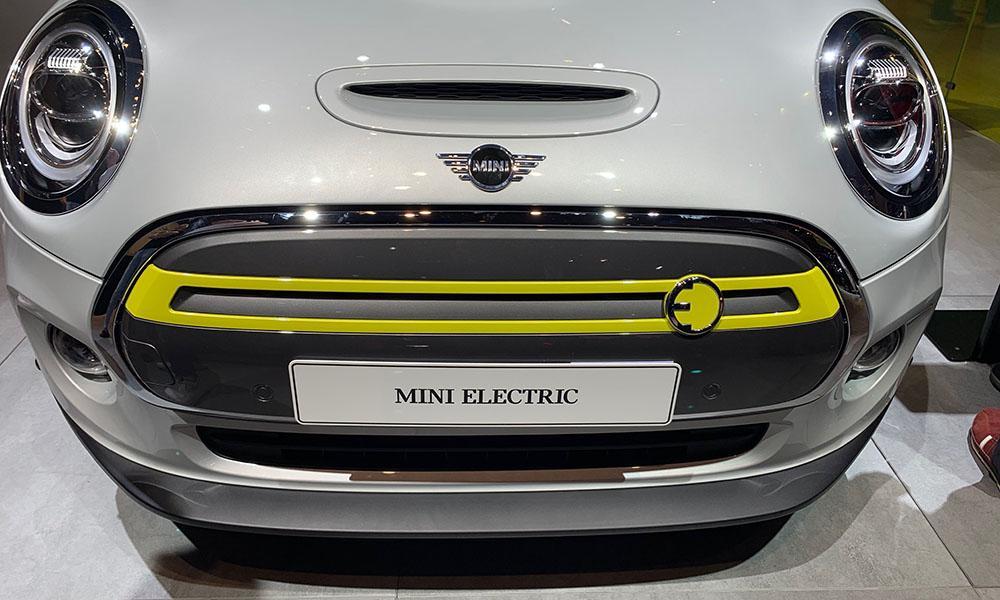 Auf der IAA war auch der elektrische Mini Cooper ausgestellt.
