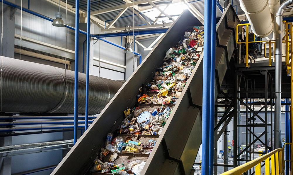 Müllsortieranlagen können Abfall nicht so gut und sauber trennen wie die Menschen im Haushalt.