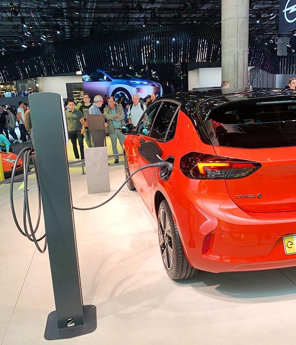 Auf der IAA 2019 ist die Batterie des Corsa-e zu sehen.