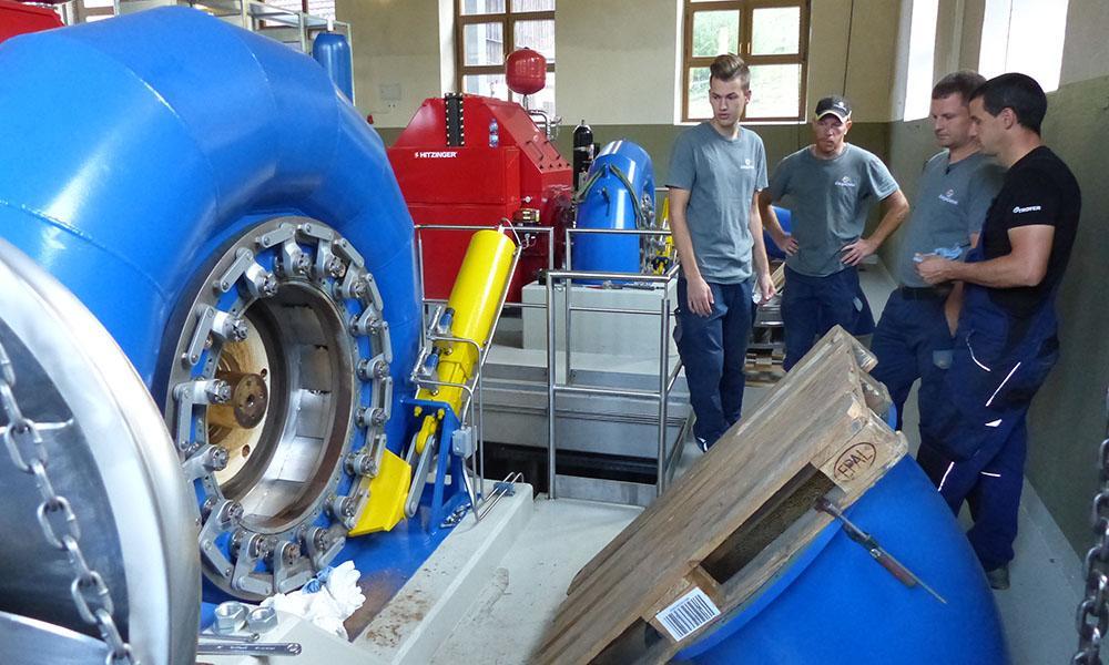 Bei der Revision prüfen die Kraftwerker den Leitapparat.