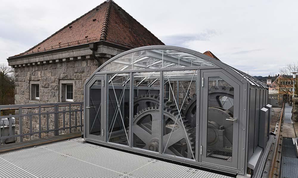 Zahnräder auf dem Stauwehr des Kraftwerks Laufenburg werden saniert