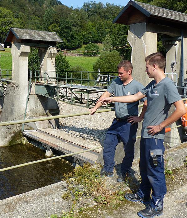 Für die Revision haben die Kraftwerke das Wasser im Stauwehr abgelassen.