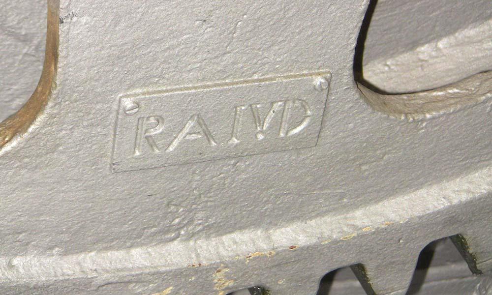 Alle Teile des Stauwehrs sind beschriftet für die Sanierung des Kraftwerks