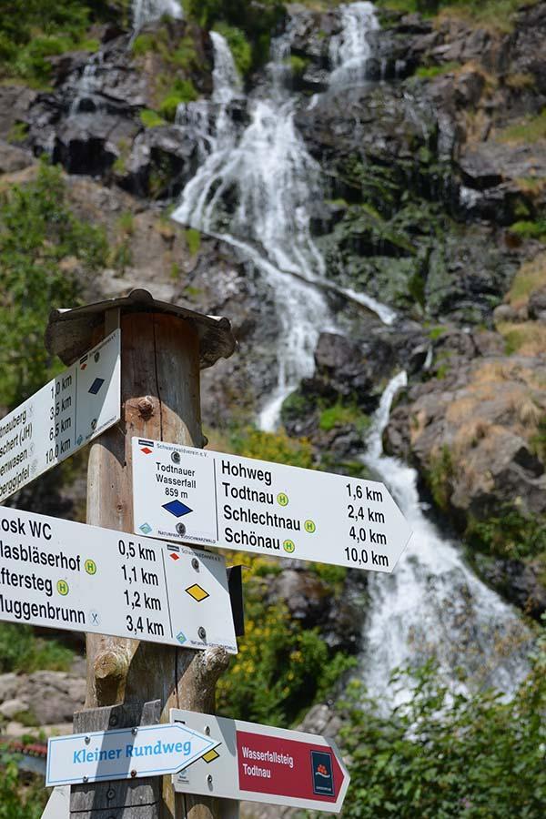 Ein Ausflustipp im Schwarzwald ist der Todtnauer Wasserfall