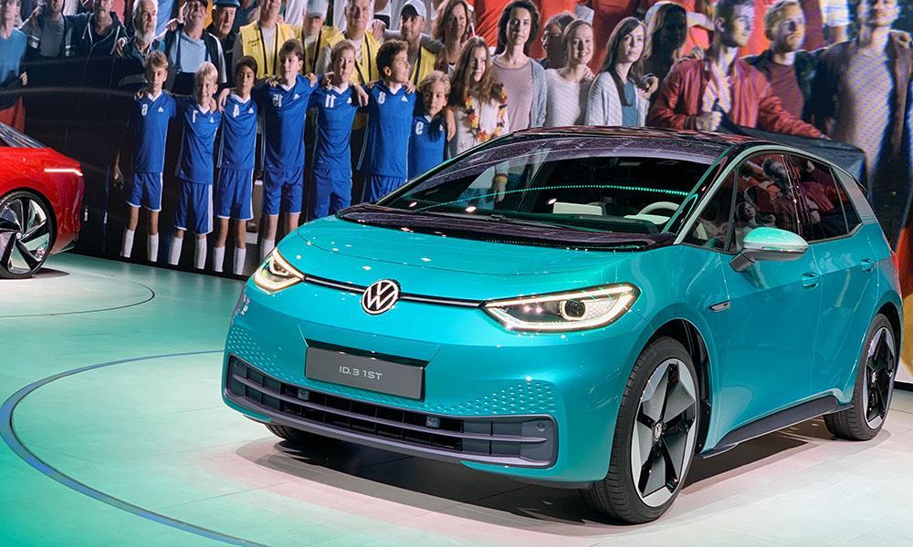 VW präsentiert mit dem ID.3 sein erstes, reines E-Auto auf der IAA 2019.