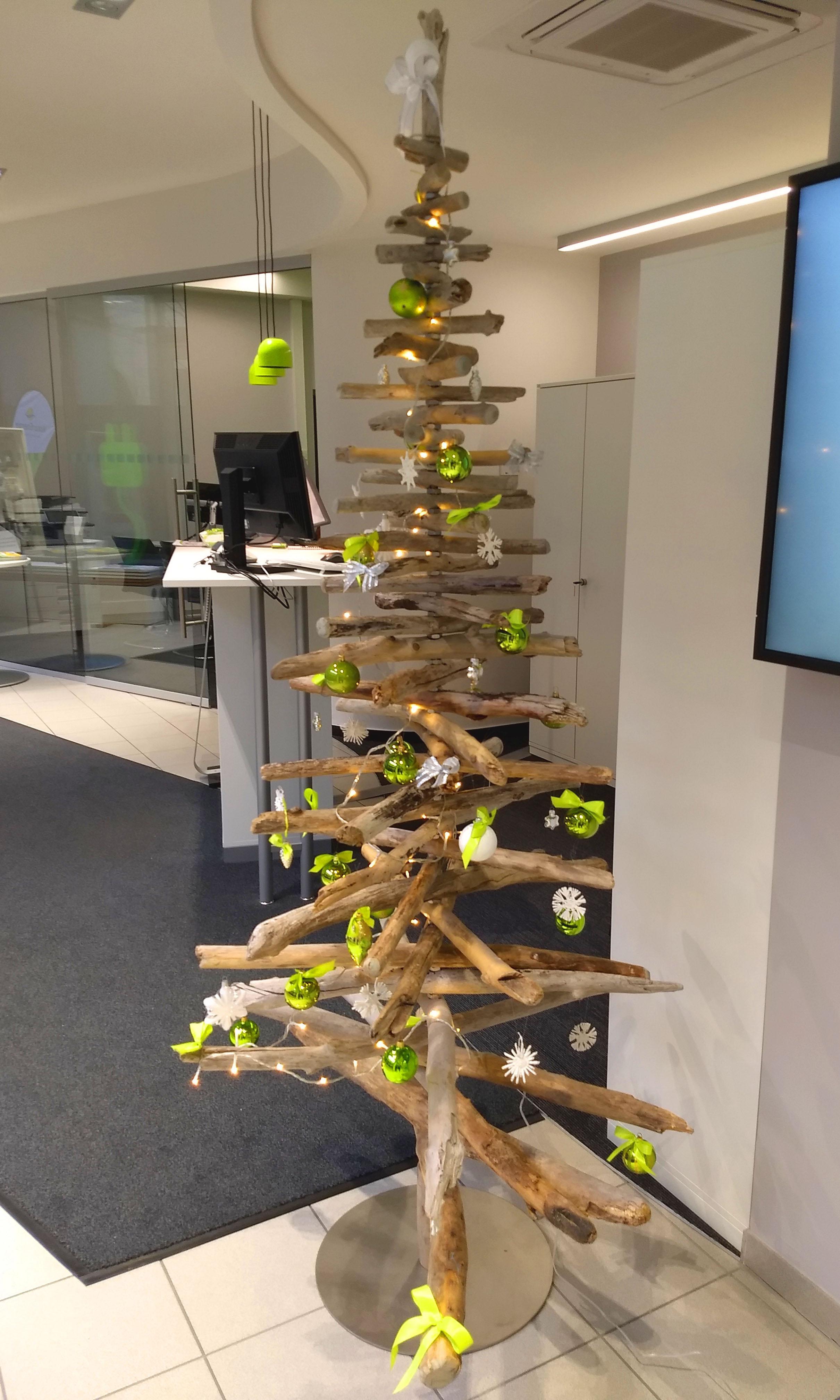 Weihnachtsbaum aus Treibholz im NaturEnergie Treff Lörrach