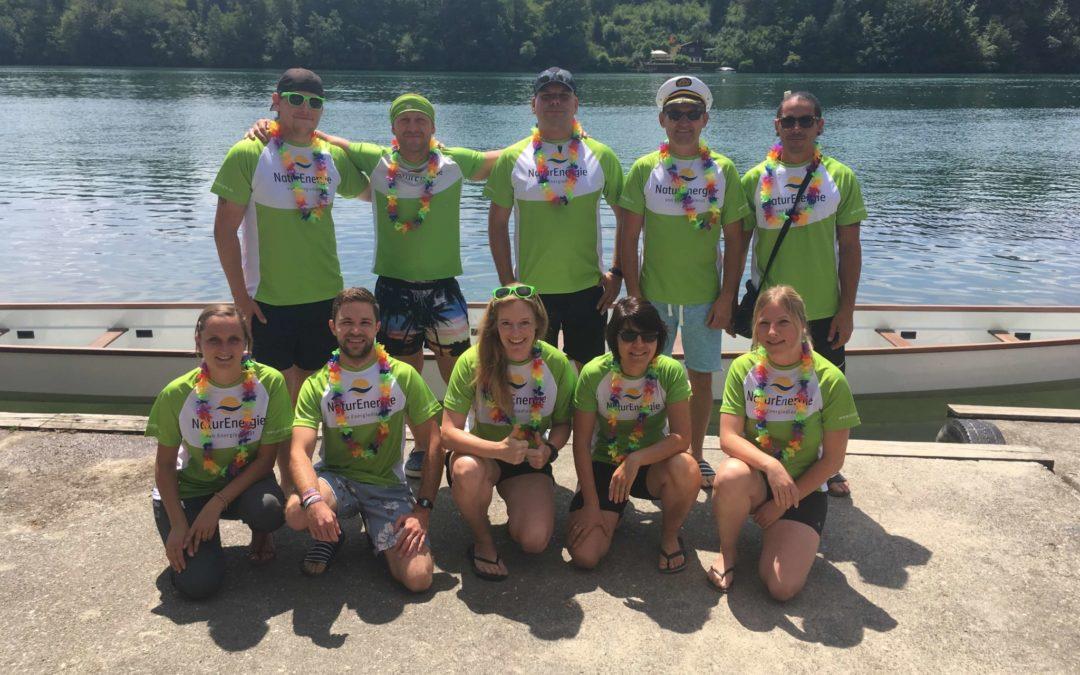 """Unser Team, die """"Energiedienst-Flitzer"""", vor dem ersten Renndurchlauf am Rheinufer beim WSV Schwörstadt"""