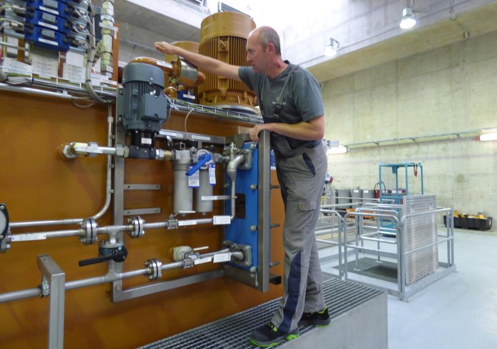Energiedienst Blog: 5 Fragen an Oliver Fritsche, auf dem Bild an der Regelölsversorgung