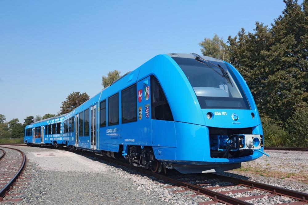 Wasserstoffzug coradia iLint auf Gleisen