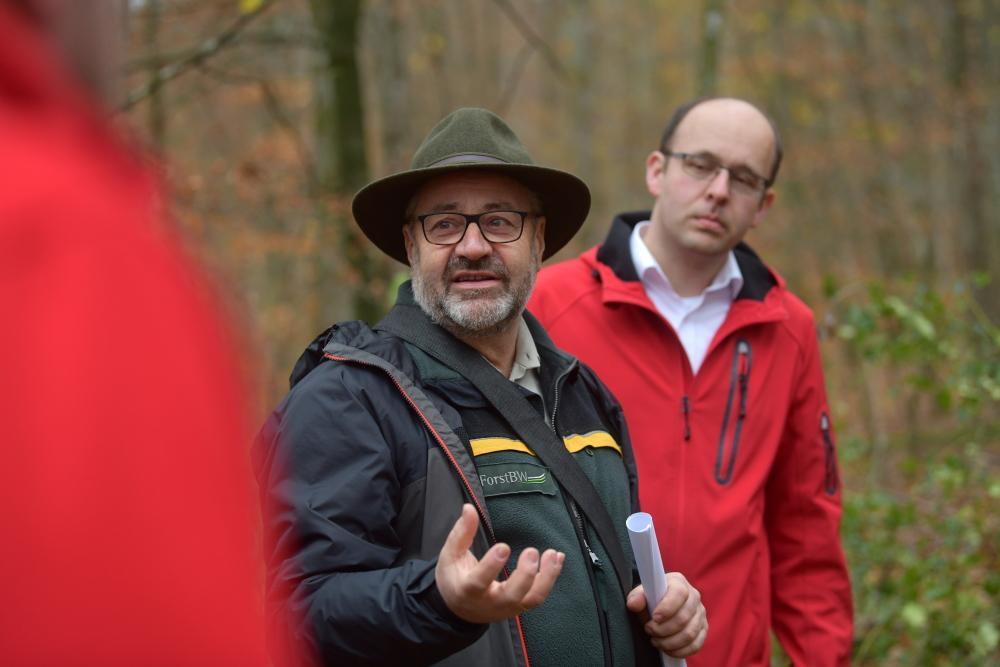 Forstamtsleiter Herbert Stiefvater und Martin Käfer im Gespräch.